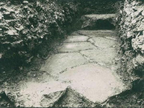 Un tratto della via Aemilia rinvenuto a Reggio Emilia negli scavi del 1931-1932, ora ricoperto