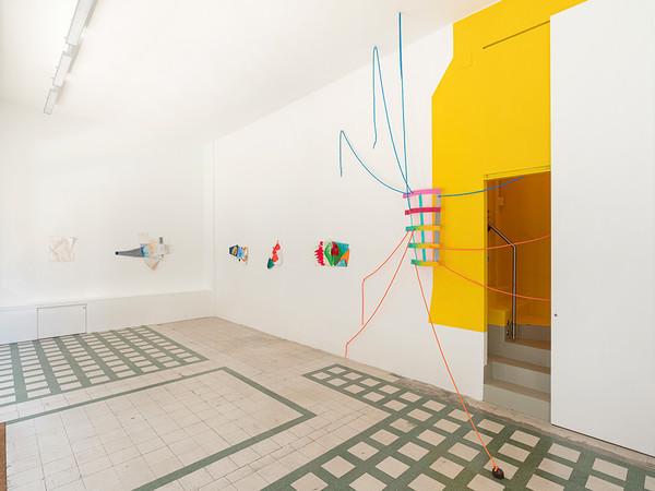 Jessica Stockholder, What is Normal, 2021. Installation view, Galleria Raffaella Cortese, Milano I Ph. Lorenzo Palmieri