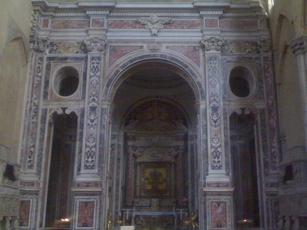 Crocifisso adorato da san Francesco e da altri santi francescani e Madonna col Bambino e sante  francescane