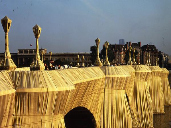 Christo: The Pont Neuf Wrapped. Paris, 1975-85. SIGNED