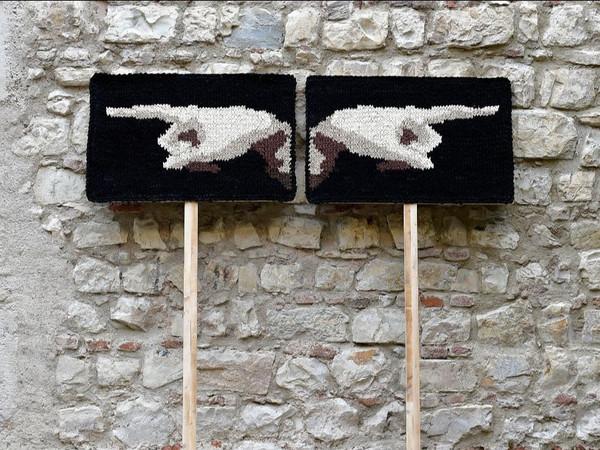 Patrizia Fratus, <em>Manifestaazione 3</em>, 2020, Tessuto intrecciato, legno, 100 x 70 cm | Courtesy of Patrizia Fratus<br />