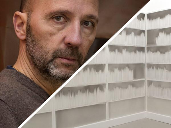 """Mauro Covacich racconta """"Senza titolo, 1998-2020"""" di Claudio Parmiggiani"""