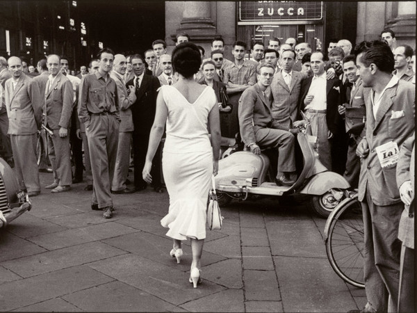 Mario De Biasi, <em>Gli italiani si voltano, Moira Orfei</em>, 1954 © eredi di Mario De Biasi