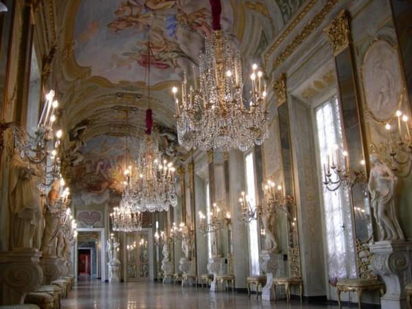 La tavola reale nella galleria degli specchi mostra genova museo di palazzo reale - La tavola degli ufficiali ...