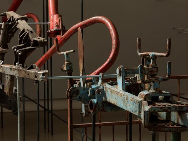 Giulia Cenci, Tallone di ferro, particolare installazione