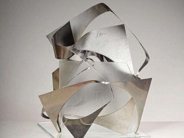 Franca Franchi, Tocca proprio a te, 2016, acciaio e vetro, 55x48x49 cm
