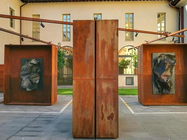Antonio Fraddosio, Le tute e l'acciaio, installazioni