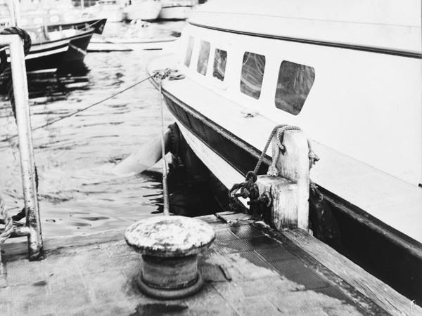 Pino Pascali, Particolare di nave con bitta, 1965, stampa fotografica ai sali d'argento su carta, 24x30 cm.