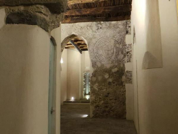 Palazzo Pinto - Pinacoteca Provinciale di Salerno, locali del piano terra con le decorazioni in pietra