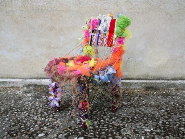 Battuta d'arte#2 con Sim-patia. 50 sedie d'artista all'asta, Triennale di Milano
