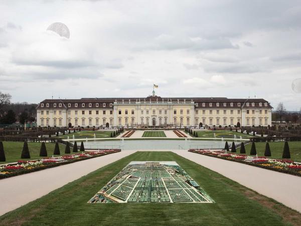 Carla Iacono, Parco del castello di Ludwigsburg, con vista frontale del palazzo principale.