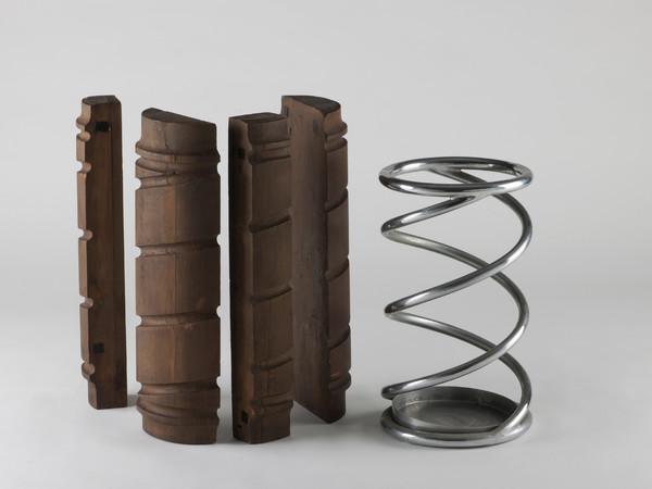 Portaombrelli d'acciaio anni Trenta, produzione Columbus, con dima di legno per la piegatura dei tubi
