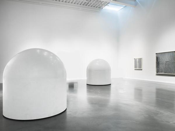 Robert Breer, Float, 1970, Sculpture motorisée. Coque en résine, moteur, roues et batterie, 183 (h) x 180 cm (diam)