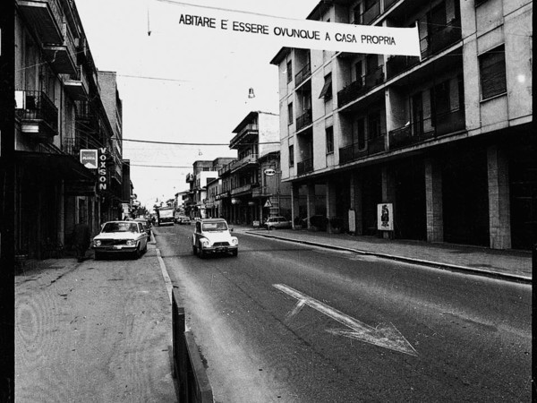 Ugo La Pietra, Abitare è essere ovunque a casa propria, Giulianova (PE), 1968