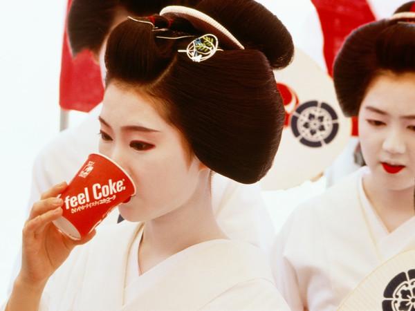 Fosco Maraini, Kyoto 1985, <em>La geisha pienamente aggiornata</em>