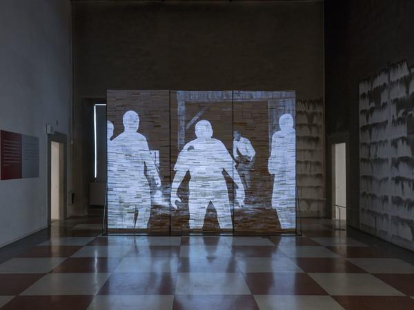 Andrea Mastrovito, I AM NOT LEGEND, videoanimazione dur 72 min., 2020, veduta dell installazione presso Palazzo Fabroni I Ph. Serge Domingie