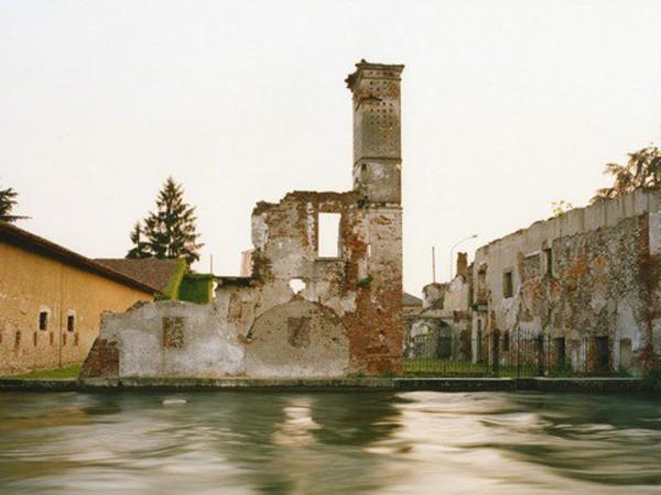Olivo Barbieri, Turbigo, resti della vecchia dogana austriaca, 1995