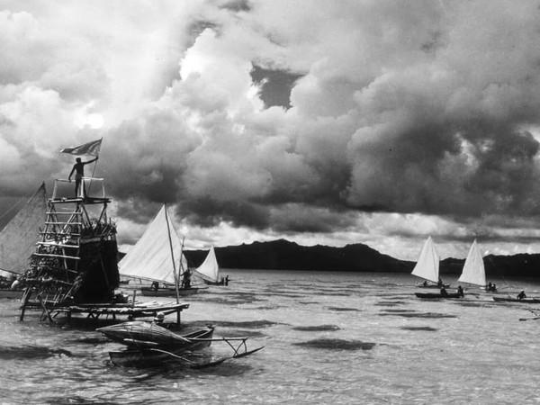 Folco Quilici, Segnale del maltempo da una torre di pesca davanti a Taha, Isole Sottovento