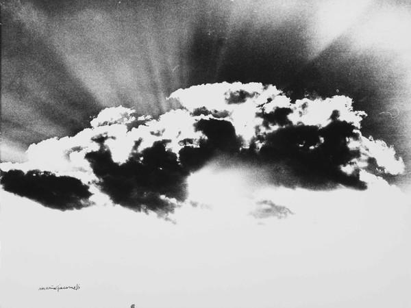 Mario Giacomelli, Nuvole, 40.5x30 cm | Courtesy of Studio Guastalla Arte Moderna e Contemporanea / The Lone T art space | Foto: Cristian Castelnuovo