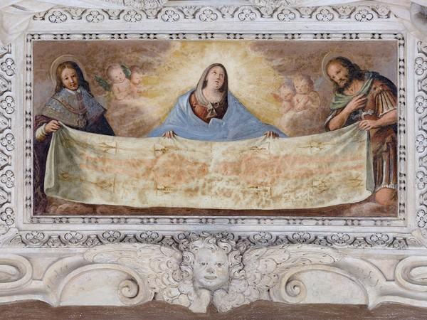 La Vergine, il beato Amedeo di Savoia e San Giovanni Battista sorreggono la Sindone, 1650, affresco. Torino, Palazzo Madama, Corte Medievale