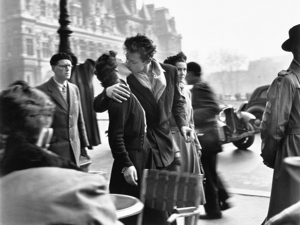 Robert Doisneau, <em>Le baiser de L'Hotel De Ville</em>, 1950 | © Atelier Robert Doisneau<br />
