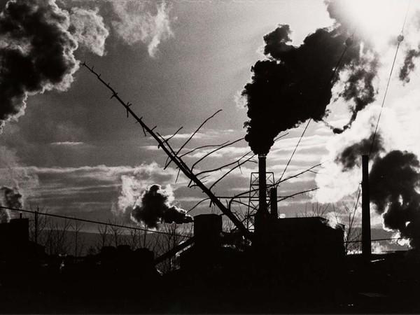 Masahisa Fukase (Hokkaido, Giappone, 1934-2012), <em>Nayoro</em>, 1978, Stampa originale ai sali d'argento, 55 x 42.5 cm | © Masahisa Fukase Archives