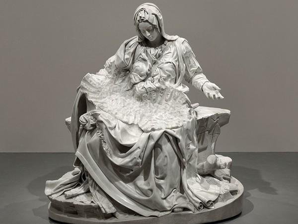 Fabio Viale, Pietà senza Cristo, 2018