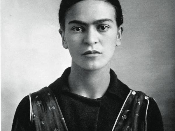 Guillermo Kahlo, Ritratto di Frida Kahlo dopo la morte della madre. Messico, 16/10/1932. Stampa alla gelatina d'argento, vintage