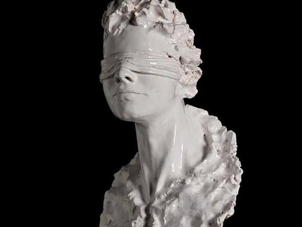 Carlo Previtali, Giustizia, 2017, ceramica e terracotta, 61x30x28 cm