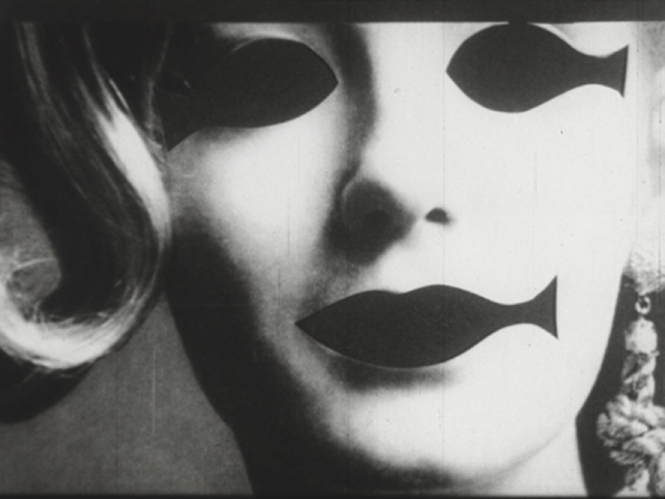 Stan VanDerBeek, <em>Skullduggery</em>, 1960, 16 mm, Transferred to digital support, b/w, sound, 5'