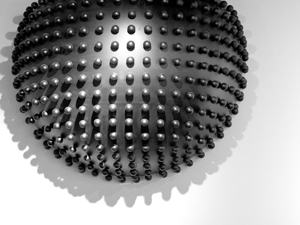 Oksana Mas, HELIUM 3, 2011, ½ di sfera, nero matt con sfere Ø0,06m, 212x212x106 cm