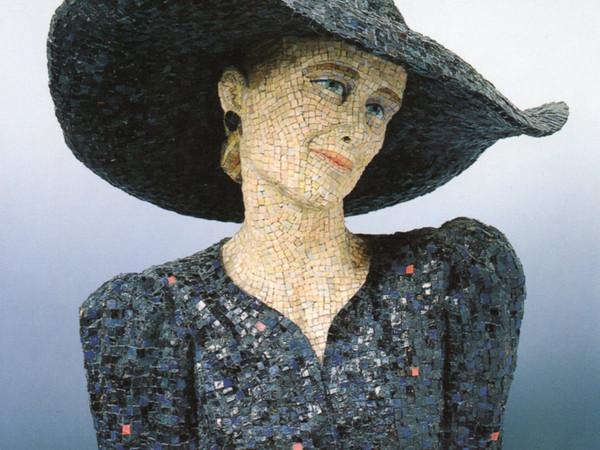 Athos Ongaro, Dama o Eleonora, 1981, mosaico su resina, h 65x55x50 cm. Collezione privata