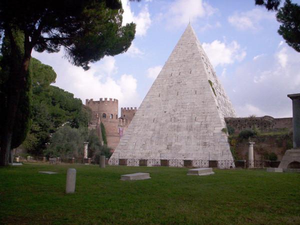 Piramide Cestia