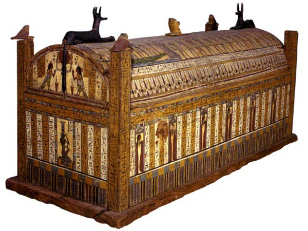 Mummia di Usai e corredo funerario