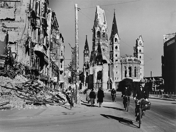 Robert Capa, <em>People on street lined with ruined buildings, Berlin, August 1945</em> | &copy; Robert Capa / International Center of Photography/Magnum Photos<br />