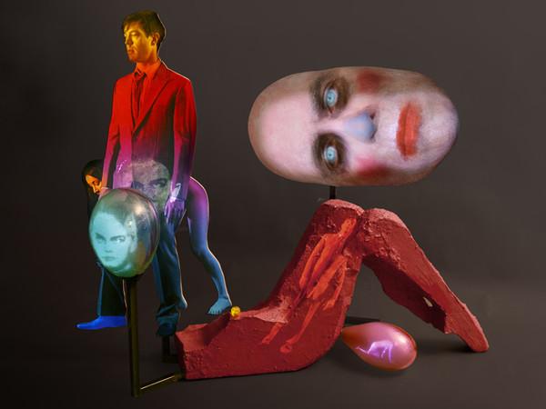 Tony Oursler, False Color Action, 2012, videoproiezione, mixed media, suono, 129,54x162,56x81,28cm
