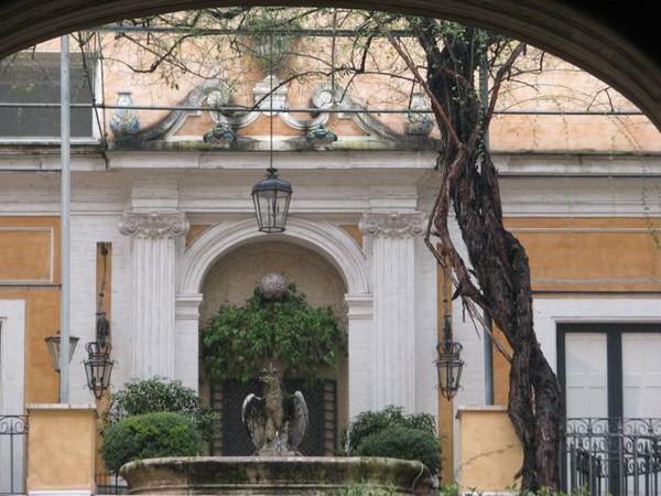 Palazzo Torlonia, interno cortile, Roma