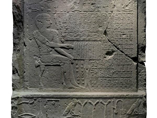 Stele di nefer, bassorilievo, calcare, IV Dinastia, 2575-2465 aC