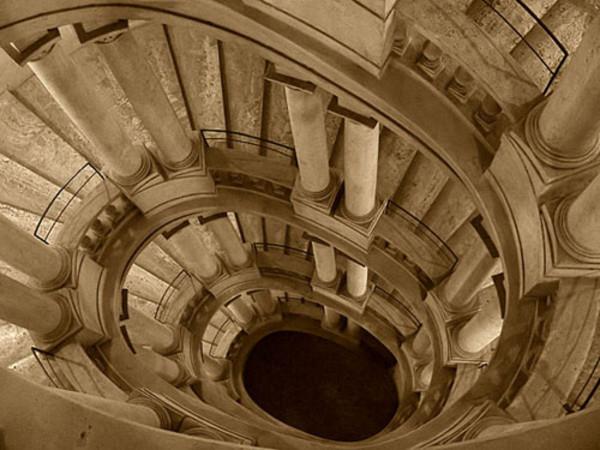 Scala elicoidale di roma monumento - Scale a chiocciola roma ...