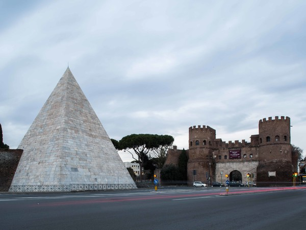 Piramide Cestia, Roma