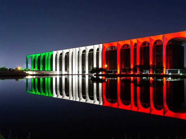 Tricolore, Palazzo Mondadori, Milano