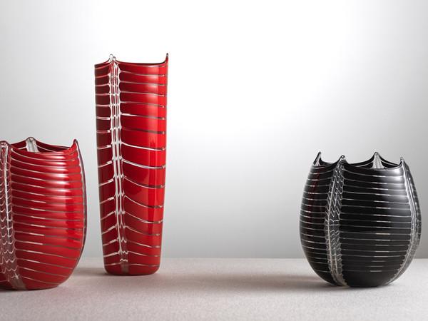 Laura Diaz de Santillana per Eos, Vasi in vetro a canne di colore rosso, nero e trasparente, anni '80