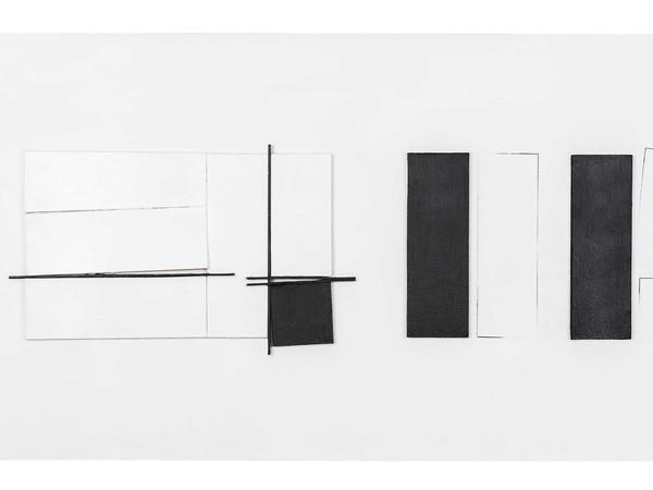 Giovanni Campus, Tempo in processo. Rapporti-misure-connessioni, 2008-2014, acrilico su tela, legno sagomato, smalto su ferro 70x160x3,7 cm.