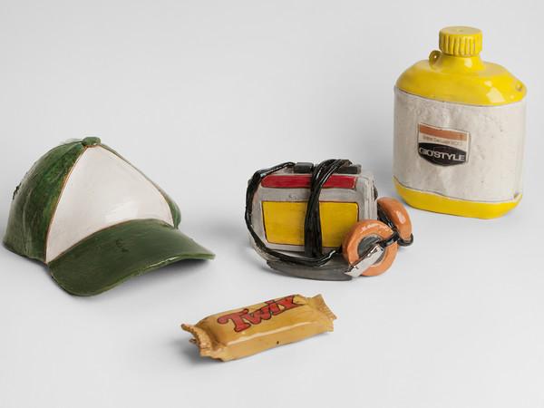 Giorgio di Palma, Cappello, walkman, borraccia e twix in ceramica