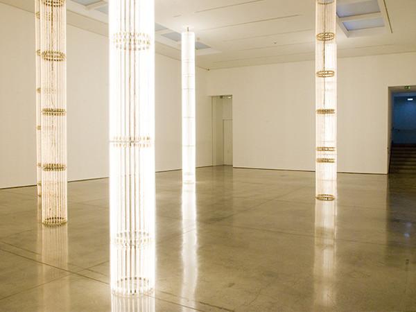 Cerith Wyn Evans, S=U=P=E=R=S=T=R=U=C=T=U=R=E, 2010, veduta dell'installazione, White Cube, Londra