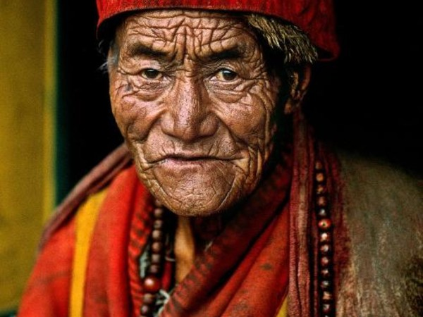 Steve McCurry, Monk at Jokhang Temple. Lhasa, Tibet, 2000