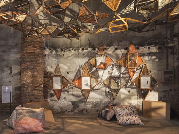 Benedetta Tagliabue-EMBT, Weaving Architecture, installazione per Biennale Architettura 2018, fibra ferro e quercia rossa americana