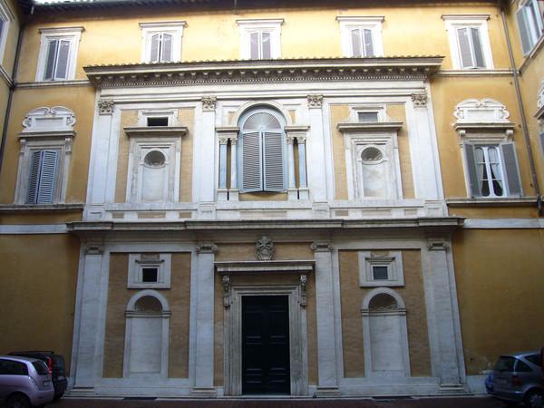 Roma, palazzo Firenze ai Prefetti, cortile (sede della Società Dante Alighieri)
