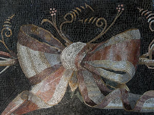 Gallerie Lapidarie, il fiocco annodato da secoli