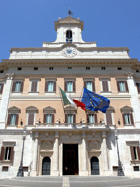 Palazzo montecitorio di roma monumento for Roma parlamento